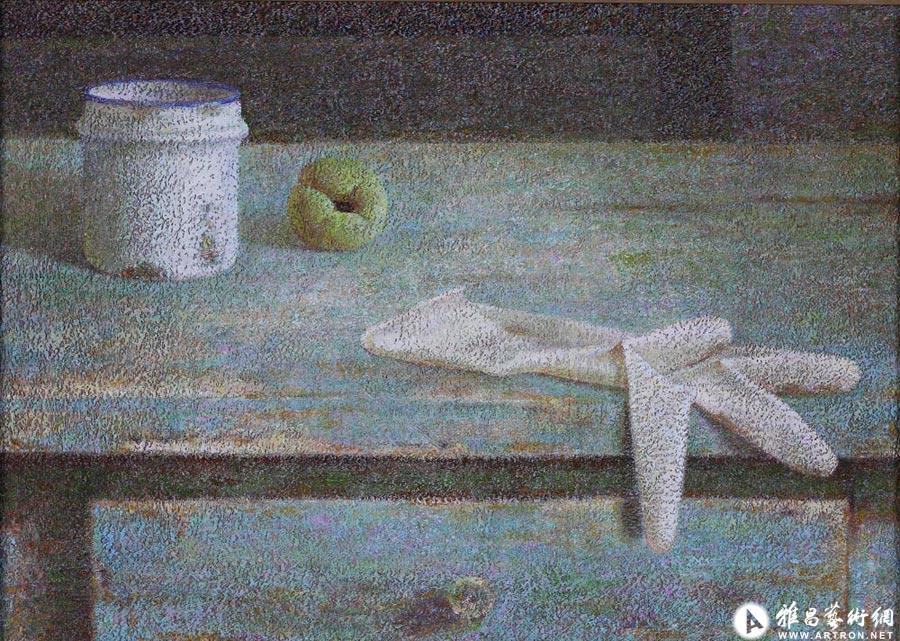桌子上的胶皮手套