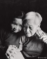 被日本人侮辱,符桂英不能生育。这是符桂英和同村人符玉开回忆往事。