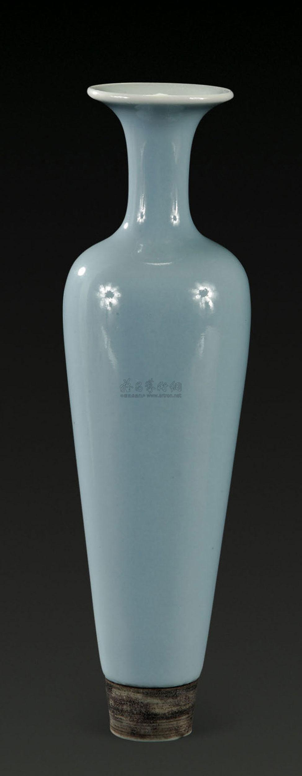 *1551 民国 天蓝釉柳叶瓶图片