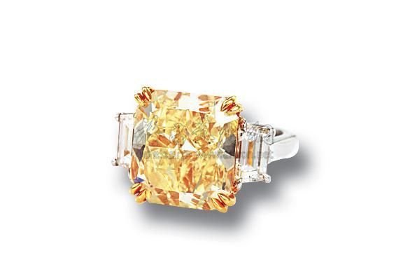0618 10.03克拉长方形淡彩黄色钻石戒指