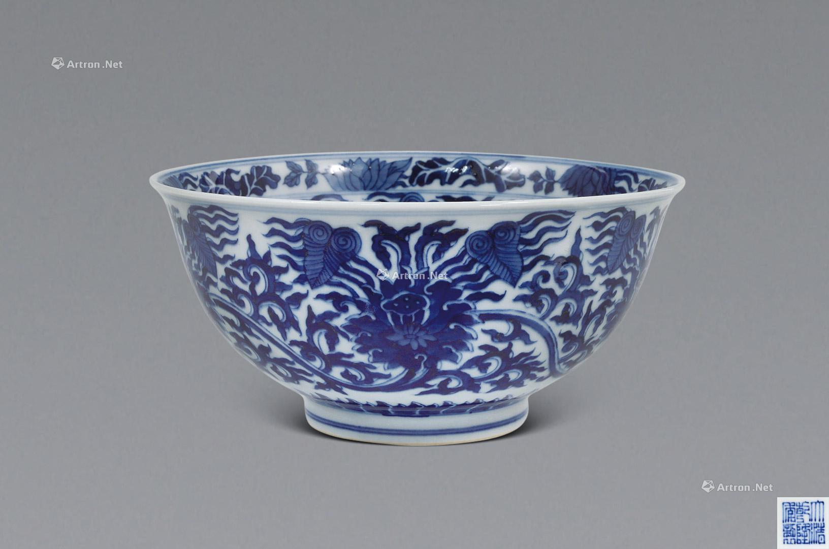 1696 清乾隆 青花缠枝花纹大碗