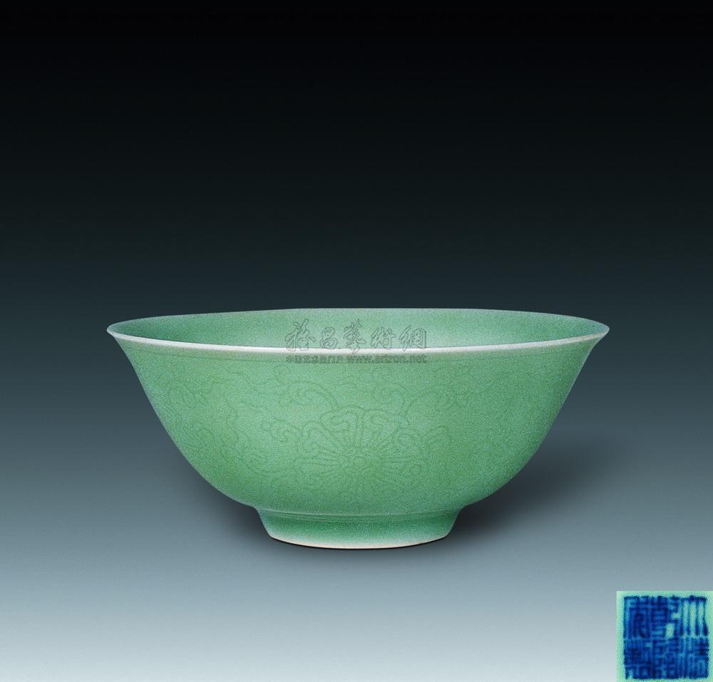 0636 清乾隆 粉青刻花纹碗