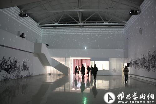 北京798白墙手绘图片