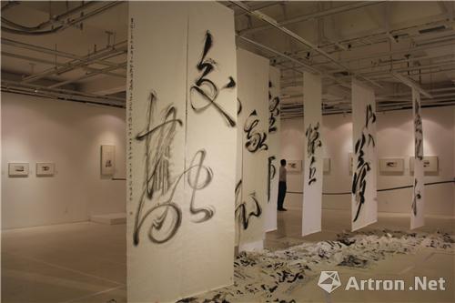 山水纸本装置《山梦吟》是艺术家的一次创新.