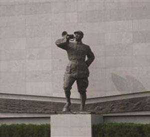雕塑复活大屠杀遇难同胞