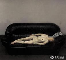 沙发上的女人体
