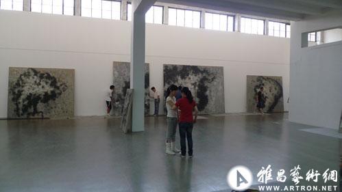 独立: 2011张方白个展