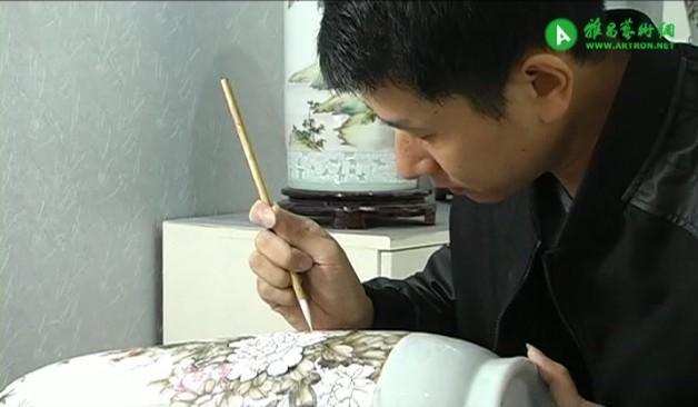 姚辉的陶瓷粉彩花鸟世界