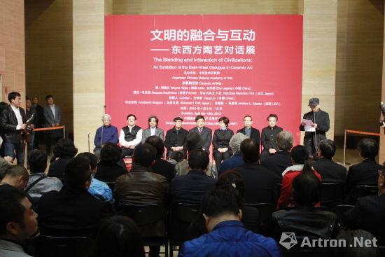 东西方当代陶艺对话展亮相中国美术馆